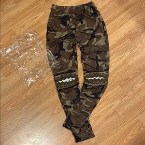 BNIB | BELLELILY | camo leggings